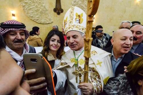 سلفی گرفتن مسیحیان کاتولیک عراقی با