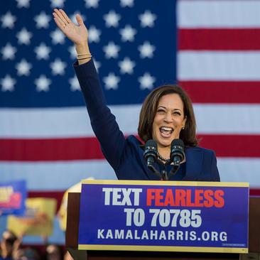 اعلام نامزدی رسمی سناتور دموکرات