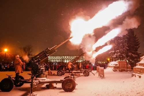 شلیک توپ به مناسبت هفتادوپنجمین سالگرد رفع محاصره شهر سنت پترز بورگ –