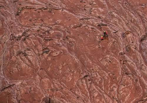 فاجعه ناپدید شدن دستکم 300 نفر در جریان شکستن یک سد در برزیل/ EPA