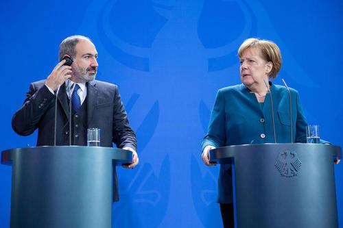 نشست خبری مشترک صدراعظم آلمان و نخست وزیر ارمنستان در شهر برلین