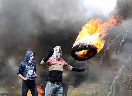 تظاهرات ضد اسراییلی جوانان فلسطینی در روستایی در کرانه باختری رود اردن/APA