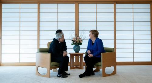 دیدار صدراعظم آلمان و امپراتور ژاپن در کاخ امپراتوری ژاپن در توکیو/ خبرگزاری آلمان