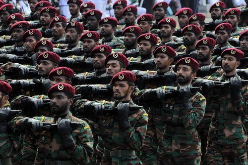 رژه ارتش سریلانکا در هفتادویکمین سالگرد استقلال این کشور در شهر کلمبو/ شینهوا