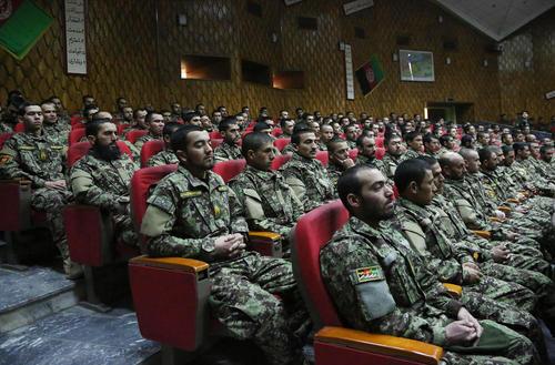 مراسم سردوشی افسران فارغالتحصیل ارتش افغانستان در شهر کابل/ شینهوا