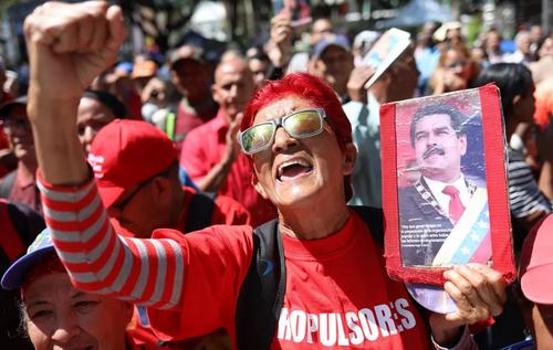 گردهمایی حامیان حکومت سوسیالیستی ونزوئلا در شهر کاراکاس/EPA