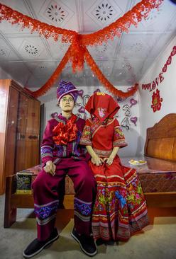 عروس و دامادی از اقلیت قومی