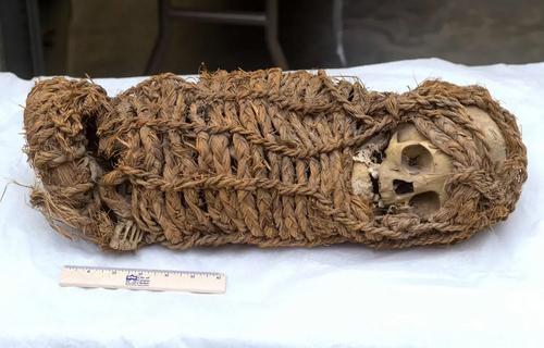 یک مومیایی نوزاد متعلق به 2 هزار سال پیش پس از سالها تلاش، از آمریکا به پرو عودت داده شد./ خبرگزاری فرانسه