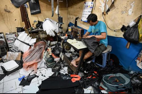 یک کارگاه کیفدوزی در شهر جاکارتا اندونزی/ خبرگزاری فرانسه