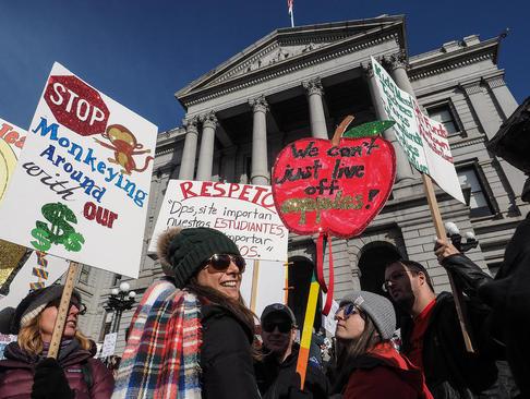 اعتصاب سراسری هزاران معلم در شهر
