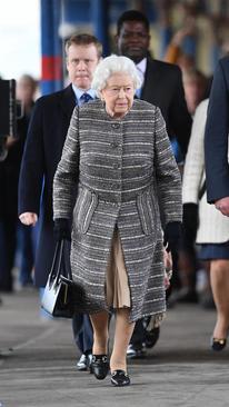 بازگشت ملکه بریتانیا از تعطیلات سال نو به لندن. / ایستگاه قطار