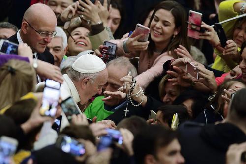 جلسه سخنرانی هفتگی روز چهارشنبه پاپ در واتیکان