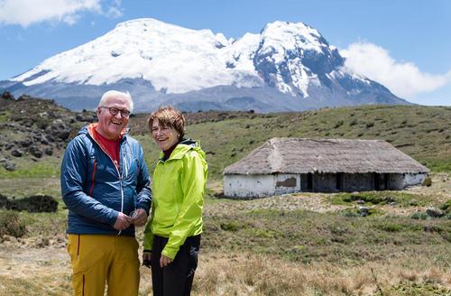 رییس جمهوری و بانوی اول آلمان در حال بازدید از یک پارک ملی در کشور اکوادور/ خبرگزاری آلمان