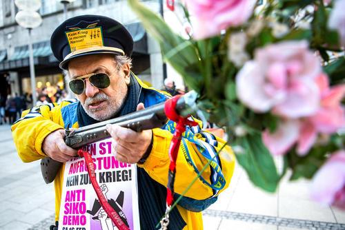 از معترضان به کنفرانس امنیتی مونیخ در این شهر آلمان/ خبرگزاری آلمان