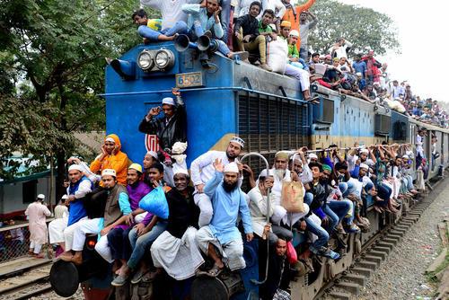 ازدحام قطارهای بنگلادش/ ایستگاه شهر داکا