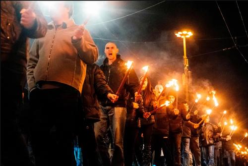 راهپیمایی شبانه ملی گرایان بلغاری در سالگرد درگذشت یک شخصیت نظامی ملی گرا/ شهر صوفیه/ خبرگزاری فرانسه