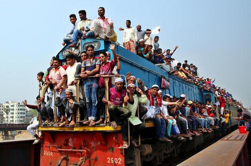 قطارهای پرازدحام بنگلادش/ ایستگاه راه آهن داکا/ رویترز