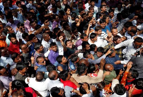 اعتصاب و تظاهرات معلمان هندی با درخواست افزایش حقوق/ گجرات/ رویترز