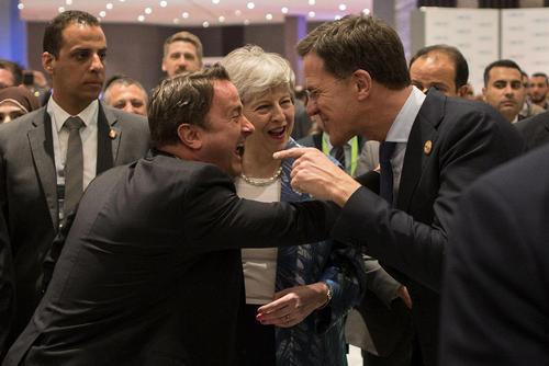 گپ و گفت و شوخی نخست وزیران بریتانیا، لوکزامبورگ و هلند در نشست مشترک اتحادیه اروپا و اتحادیه عرب در