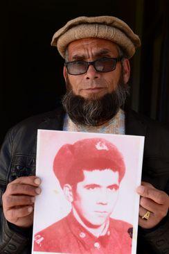 خاکمیوف که حالا به شیخ عبدالله شهرت دارد، سرباز ارتش شوروی بوده است. او در جنگ علیه مجاهدین زخمی شده و به اسارت افراد اسماعیل خان درآمد، در مدت اسارت مسلمان شد و ترجیح داد در افغانستان بماند. او اکنون از موزه جهاد در هرات نگهبانی میکند.