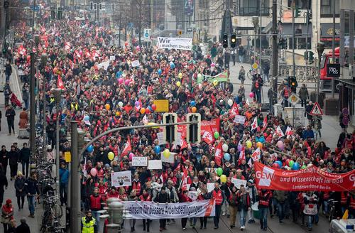 تظاهرات معلمان آلمانی با درخواست افزایش حقوق/ برلین/ خبرگزاری آلمان