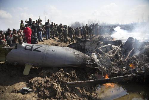 محل سقوط یکی از 2 هواپیمای نظامی هند در منطقه کشمیر/ شینهوا