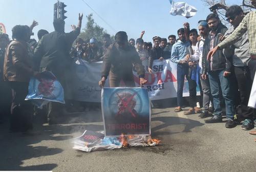 بالا گرفتن تنش در روابط هند و پاکستان. آتش زدن عکس نخست وزیر هند از سوی معترضان در شهر لاهور پاکستان/EPA