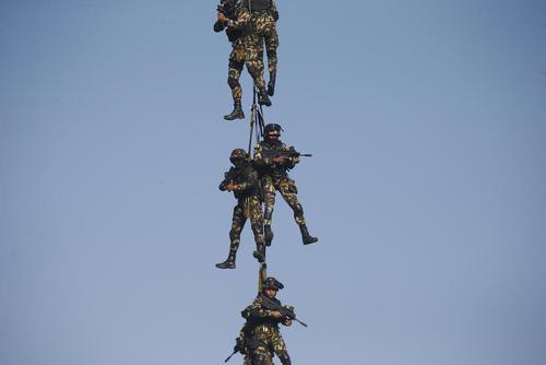 رزمایش نیروهای ارتش نپال در آستانه روز ارتش نپال در شهر