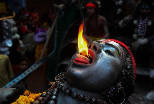 مرد هندو در لباس خدای