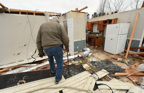 ویرانی خانهها در اثر گردباد در ایالت آلاباما آمریکا