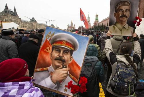 فعالان و اعضای حزب کمونیست روسیه در مراسم شصت و ششمین سالگرد درگذشت