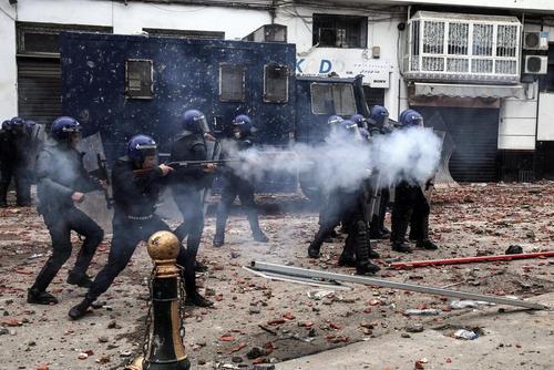 تظاهرات مخالفان در پایتخت الجزایر در اعتراض به ادامه ریاست جمهوری