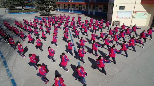 آموزش هنرهای رزمی به دانشآموزان مدرسهای در چین/ شینهوا
