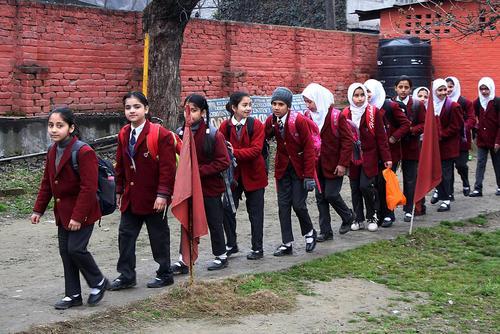 آغاز فصل مدارس و پایان تعطیلات زمستانی 2 ماهه مدارس در کشمیر
