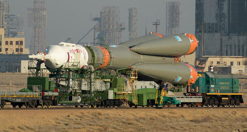 حمل راکت فضایی