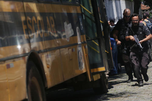 پلیس برزیل در صحنه تیراندازی منجر به مرگ 8 نفر در مدرسهای در شهر