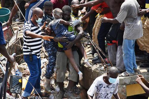 مرگ 10 شهروند در ریزش ساختمانی در شهر