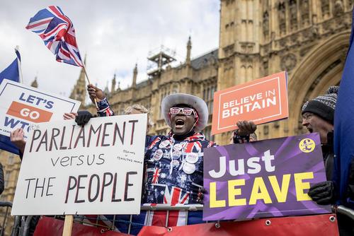 تظاهرات موافقان و مخالفان خروج بریتانیا از اتحادیه اروپا(برگزیت) در مقابل پارلمان بریتانیا در لندن