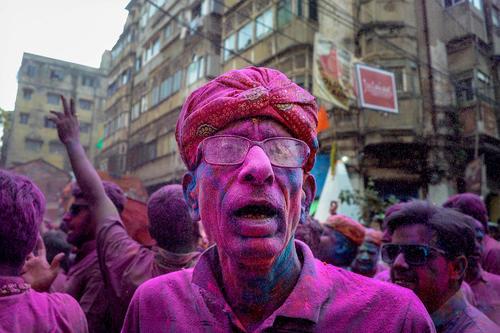 جشنواره بهاره هندوها در شهر کلکته هند