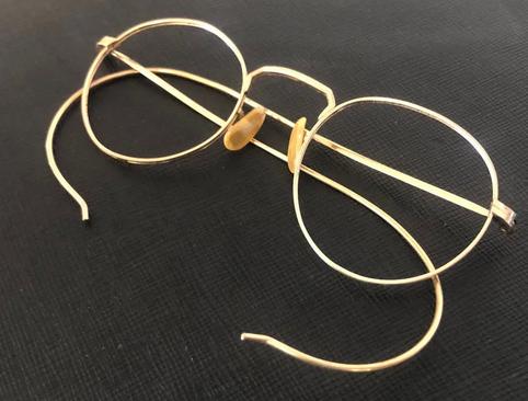 عرضه عینک طلایی
