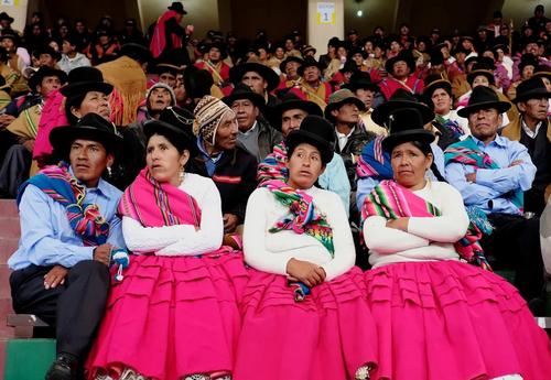 گردهمایی گروهی از کشاورزان بولیویایی در مراسم روز جهانی آب در شهر