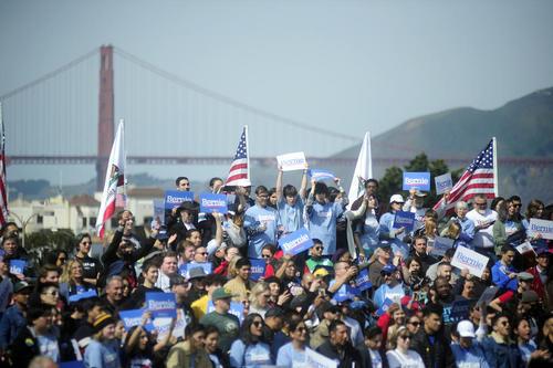تجمع هزاران نفر از هواداران