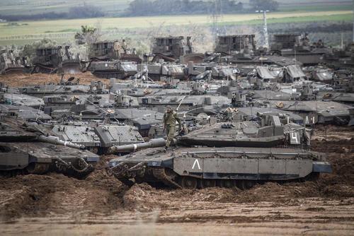 استقرار تانکهای اسراییلی در مرز با غزه/ خبرگزاری آلمان