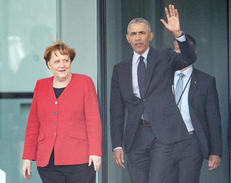 اوباما که برای شرکت در یک کنفرانس بینالمللی به آلمان رفته دیروز در مقر صدارت عظمای آلمان در برلین حاضر شد و با آنگلا مرکل صدراعظم آلمان دیدار و گفتگو کرد./ خبرگزاری آلمان