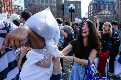 جنگ بالشها در شهر نیویورک آمریکا