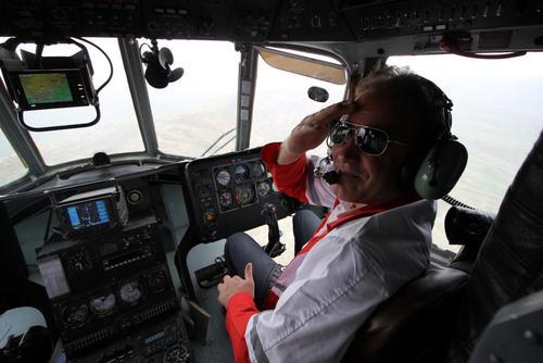 کاپیتان هلیکوپتر پس از پایان امدادرسانی