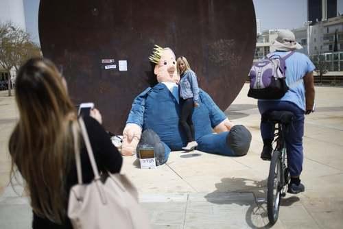 عکس گرفتن با آدمک نتانیاهو در تل آویو/ آسوشیتدپرس