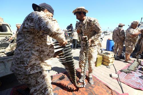 آماده شدن نیروهای تحت حمایت دولت قانونی لیبی( دولت مورد تایید سازمان ملل) در شهر طرابلس برای مقابله با حمله نیروهای ژنرال