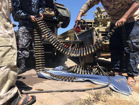 نیروهای دولت قانونی لیبی در حال آماده شدن برای جنگ با نیروهای ژنرال