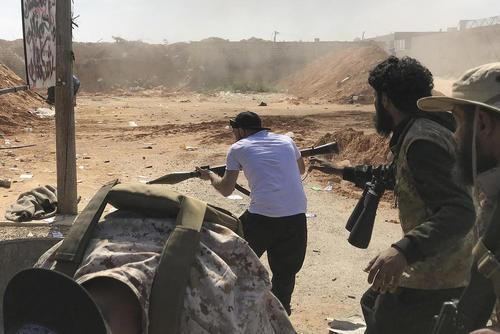 درگیری بین نیروهای دولت قانونی لیبی با نیروهای ژنرال